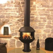 agorafocus 850 suspended on pedestal fireplace
